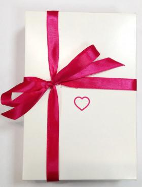 Фото Подарочная упаковка лентами